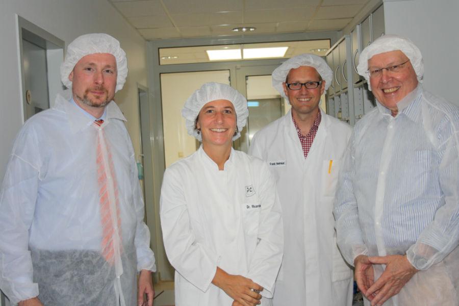 v.l.n.r.: Dirk Weissleder, Dr. Ricarda Fackler (Geschäftsführerin), Frank Helmker und Edwin Biedermann (FDP Springe)