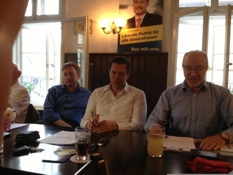 v.l.n.r.: Dirk Weissleder, Dr. gero Hocker MdL und Generalsekretär, Klaus Nagel, FDP-Vorsitzender in Springe