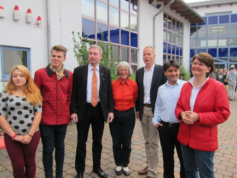 Nach der Podiumsdiskussion an der Marie Curie Schule in Ronnenberg