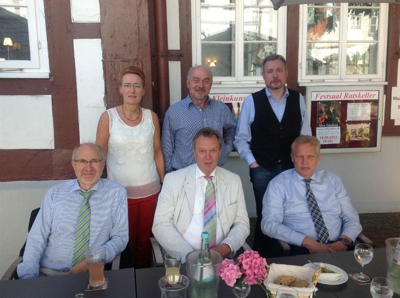 Gemeinsames Mittagessen mit Bürgermeister Hische (ganz rechts). v.l.n.r.: FDP-Vorsitzender Klaus Nagel, Christiane Hinze (stellv. Fraktionsvorsitzende der FDP in der Regionsversammlung), Bernhard Klockow (Fraktionsvorsitzender der FDP in der Regionsversammlung), Gerhard Kier (FDP Kreisvorsitzender der Region Hannover), Dirk Weissleder als Bundestagskandidat.