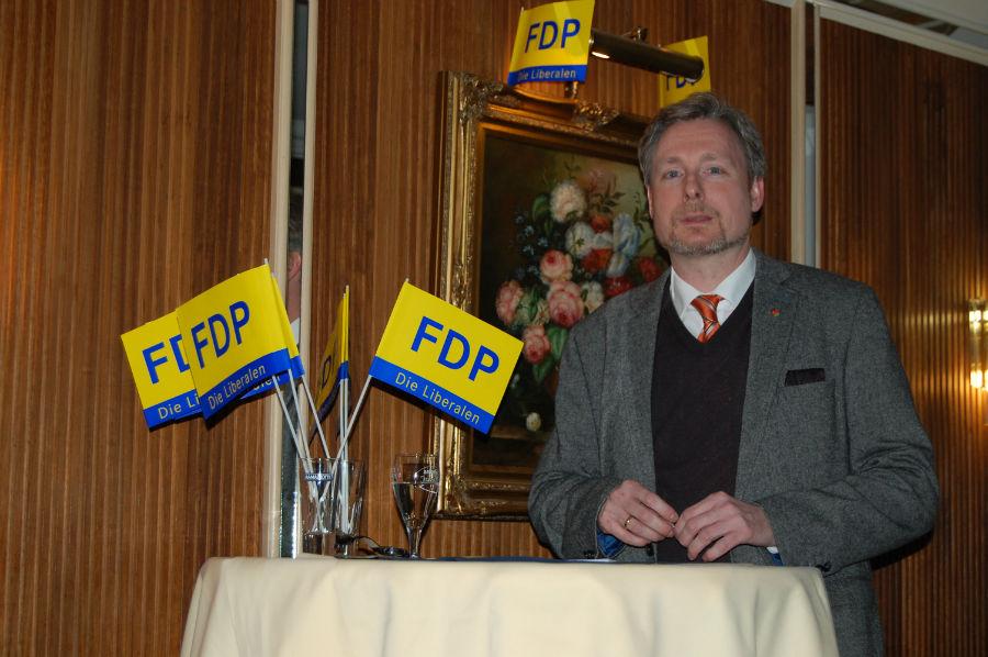 Dirk Weissleder begrüßt die Gäste