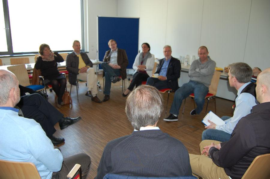 Dirk Weissleder begrüßt die Teilnehmer
