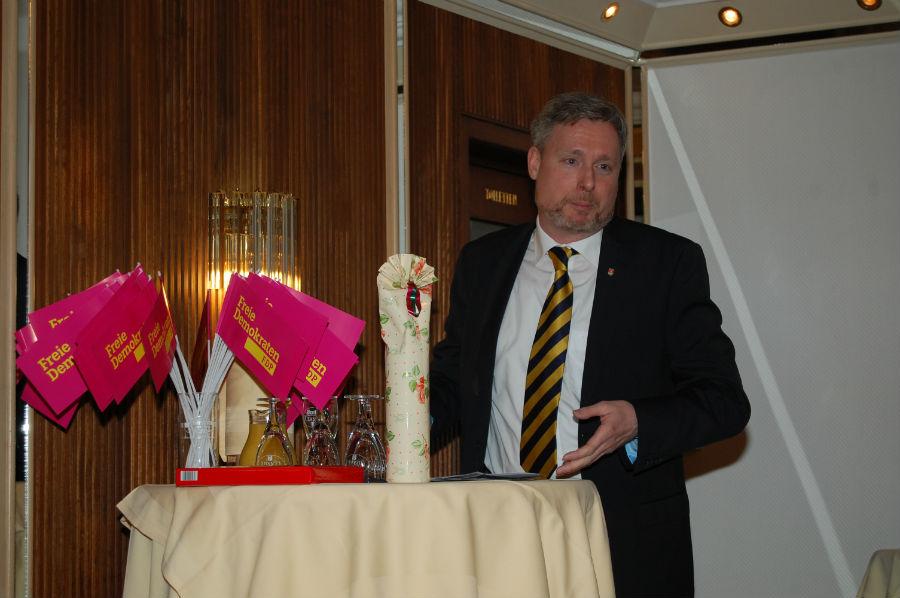 Dirk Weissleder gegrüßt die Gäste aus allen in Rat vertretenen Parteien sowie Verbänden