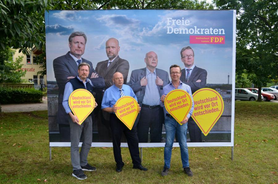 FDP-Laatzen mit Schild Kopie
